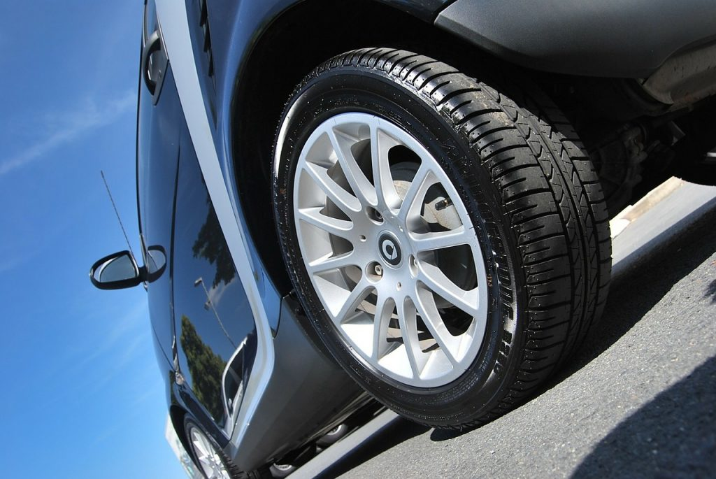 wymiana kola w samochodzie 1 1024x685 [Poradnik] Jak wymienić koło w samochodzie?